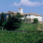 Fiori, musica ed arte, l'Abbazia di Rosazzo a Manzano si tinge di rosa