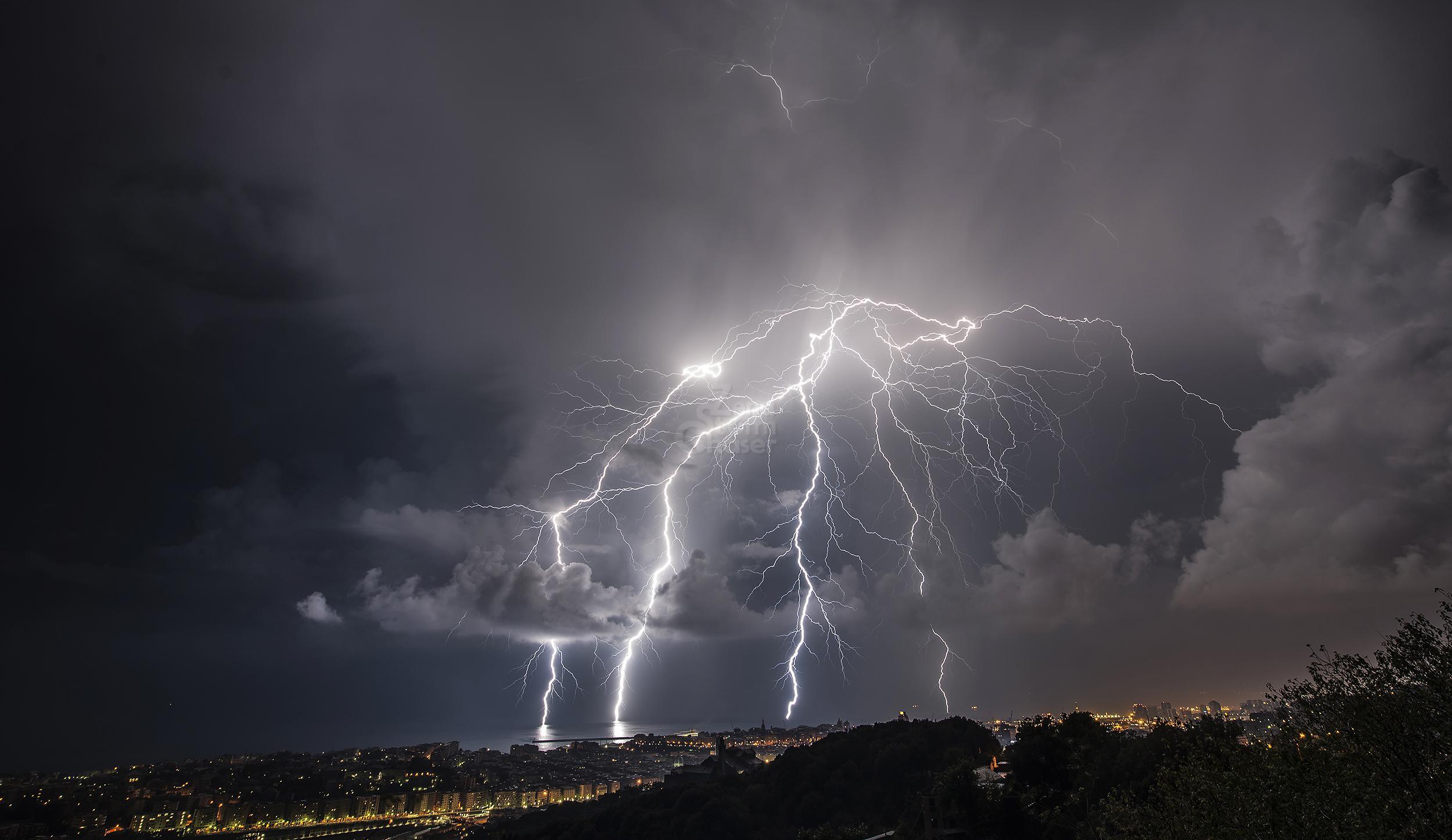 Forti temporali e intense piogge l'allerta meteo per domenica in Fvg