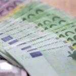 Perde 5 mila euro per strada a Latisana, due giovani li trovano e li restituiscono