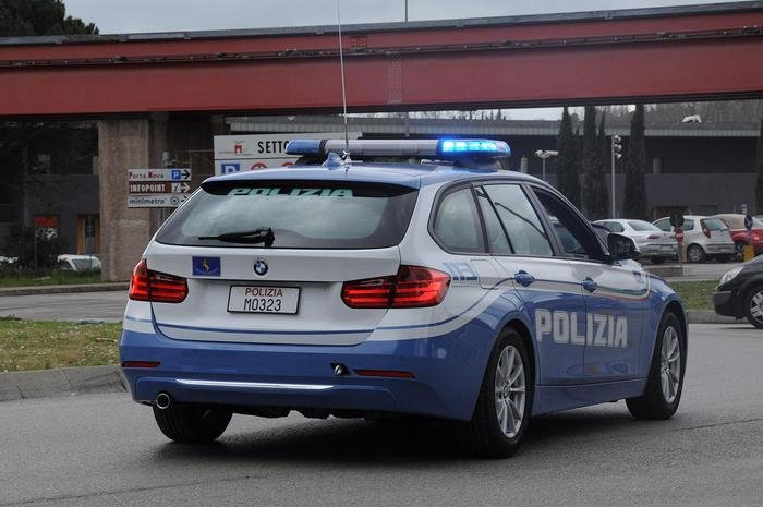 Ha i clandestini in auto e forza il posto di blocco in Slovenia, fermato a Gorizia