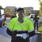 Incidente in viale Palmanova a Udine, donna esce di strada e si schianta contro il palo della luce