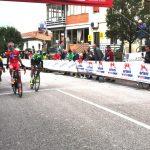 Trofeo Arteni, la vittoria di Cazzaniga e il saluto del campione De Marchi