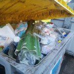 Ancora degrado dei rifiuti nelle strade di Manzano, la denuncia dei residenti