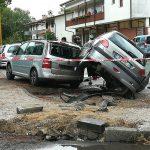 Scontro tra due auto in un parcheggio a Lignano e una finisce sotto sopra