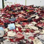 Una montagna di plastica abbandonata in un capannone di Aiello
