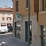Paura in una pasticceria di Udine, entra armato di coltello e scatena il panico