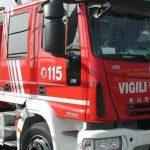 Violento incendio a Udine, una tettoia crolla a causa delle fiamme