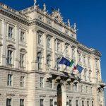 Silenzio e bandiere a mezz'asta: il Friuli ricorda le vittime del coronavirus