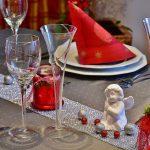 Il pranzo di Natale solo tra conviventi, massimo due ospiti in casa per gli auguri