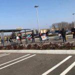 """Guanti e mascherine """"obbligatori"""", in Friuli scoppia il caos. Alcuni supermercati sbarrano l'ingresso"""