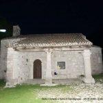 """Una """"stella cometa"""" squarcia il buio di Sant'Agnese a Gemona: la foto incanta"""