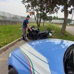 In preda ad una grave crisi fugge dalla polizia di Udine con la moto: soccorso