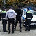 Ruba delle banane a Latisana e quando arriva la polizia locale dà in escandescenze: arrestato