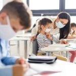 Caos mascherine all'asilo per i bimbi di 6 anni, la protesta dei genitori in Fvg