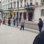 Torcia accesa durante la protesta anti-Covid in piazza a Gorizia, punito il colpevole