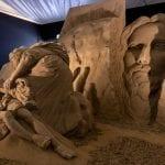 Il grande Presepe di sabbia di Lignano è uno spettacolo: le immagini in anteprima