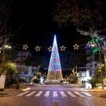 Un grande albero di Natale ed il Presepe, Lignano non rinuncia al suo Natale