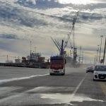 Auto a fuoco vicino alla nave all'ingresso di Porto Nogaro: è un'esercitazione