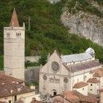 L'ultimo saluto alle 15 suore morte a Gemona dopo il focolaio di Covid in convento