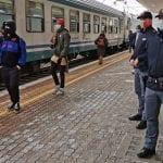 Controlli nelle stazioni, rintracciati dei migranti che cercavano di salire sui treni