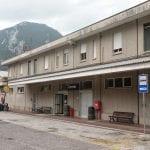 """Termosifoni spenti, bagni e sale d'aspetto chiusi, niente biglietterie: stazioni dell'Alto Friuli abbandonate a se stesse. """"Situazione da medioevo"""""""