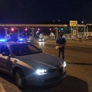 Auto di lusso, soldi e gioielli: coppia di rapinatori in fuga arrestata a Villesse