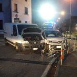 Scontro tra un'auto ed un furgone a Tavagnacco, conducente in fin di vita