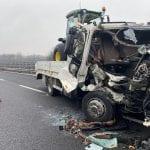 Tragedia sfiorata in tangenziale a Udine, furgone finisce contro un tir