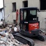 Casa distrutta dall'esplosione a Savogna, si lavora tra le macerie