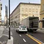 Locali in rivolta e i cittadini raccolgono le firme: il senso unico in corso Italia a Gorizia continua a non piacere