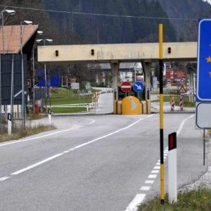 In Slovenia arriva la stretta sul Green Pass, nuove regole: certificato obbligatorio per fare benzina e acquisti