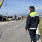 Camion si ribalta sulla provinciale di San Daniele, l'olio finisce nel campo