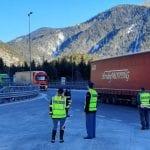 Controlli in autostrada a Gorizia e Udine, raffica di sanzioni ai camionisti