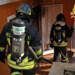 Villetta avvolta dal fumo a Mereto di Tomba, fiamme dalla caldaia a legna