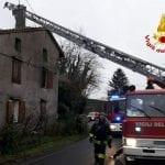 Incendio in una casetta a Sagrado, le fiamme devastano la camera da letto