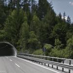 Cade dal cantiere dell'autostrada prima della galleria di Ugovizza, ferito un operaio