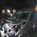 Finisce con l'auto nel dirupo, ferita un'automobilista a Forgaria