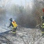 Incendio dalle sterpaglie a Biauzzo, in fumo un'area da un chilometro quadrato