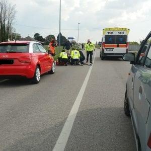 Si scontra con un'auto, grave una giovane ciclista investita tra Rodeano e San Daniele