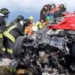 Sbanda e si schianta contro un camion, muore nell'incidente in Friuli