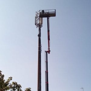 Una nuova antenna per la telefonia mobile vicino alle scuole, polemiche a Udine