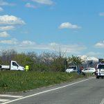 Scontro tra due auto ed un camion sulla Osovana: feriti e traffico deviato