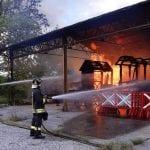 Incendio nel capannone a Grupignano, danneggiati i carri del palio di Cividale