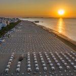 Quanto costerà andare in spiaggia a Lignano e Grado, i nuovi prezzi per gli ombrelloni