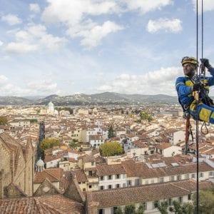 Udine, un'azienda cerca due nuovi muratori per lavori su corda