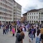 """La piazza di Udine piena per sostenere il ddl Zan: """"Nessun passo indietro"""""""