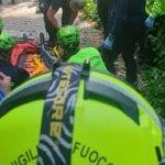 Ciclista cade e si procura una frattura sul sentiero in Fvg, paura per un 48enne