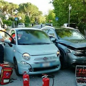 Scontro tra auto a Lignano, due feriti: uno estratto dai vigili del fuoco