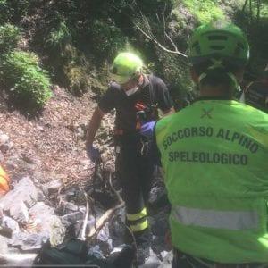 Cade da un dirupo per 40 metri in Carnia, morto un uomo di Tolmezzo