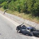 Moto si schianta contro l'auto che sta parcheggiando, centauro ferito a Tarvisio